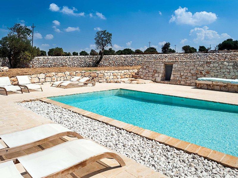 Costa Saracena-Castelluccio Villa Sleeps 11 with Pool and WiFi - 5639270, vacation rental in Donnafugata