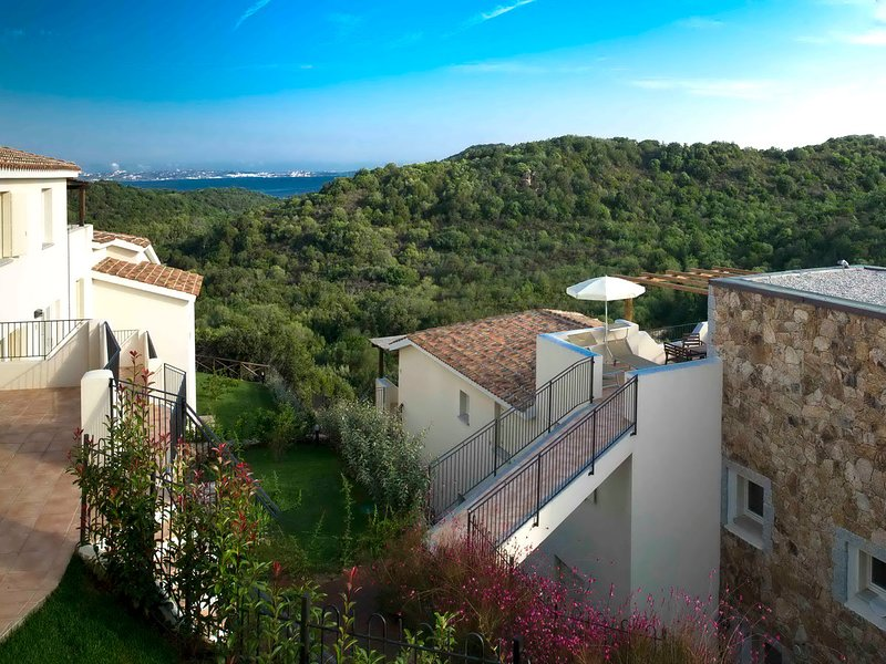 Baraccamenti Apartment Sleeps 8 with Pool and WiFi - 5248018, vacation rental in Baia Sardinia
