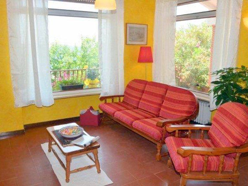 Torri del Benaco Villa Sleeps 6 with Pool and WiFi - 5248567, vacation rental in Albisano