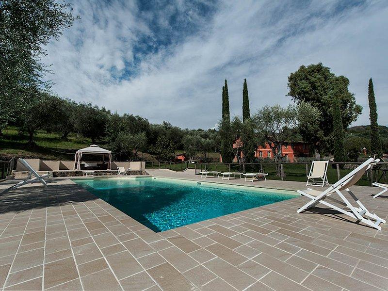 Piano di Conca Villa Sleeps 10 with Pool Air Con and WiFi - 5345597, vacation rental in Stiava