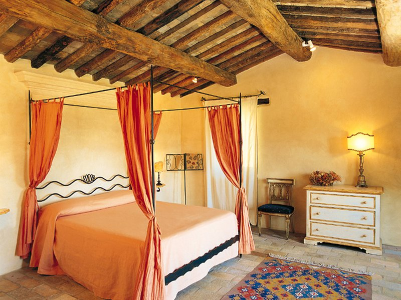 Umbertide Villa Sleeps 14 with Pool and WiFi - 5247515, vacation rental in Santa Maria di Sette