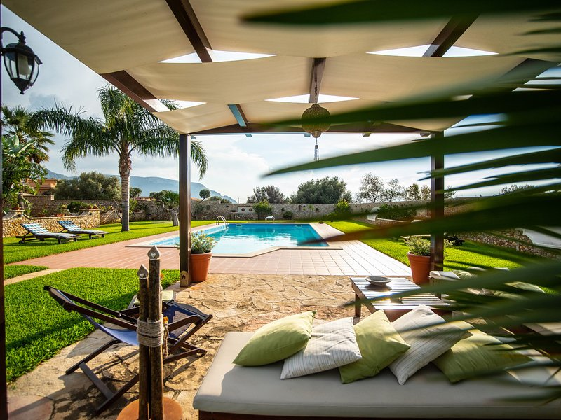 Cinisi Villa Sleeps 6 with Pool Air Con and WiFi - 5247361, vacation rental in Cinisi