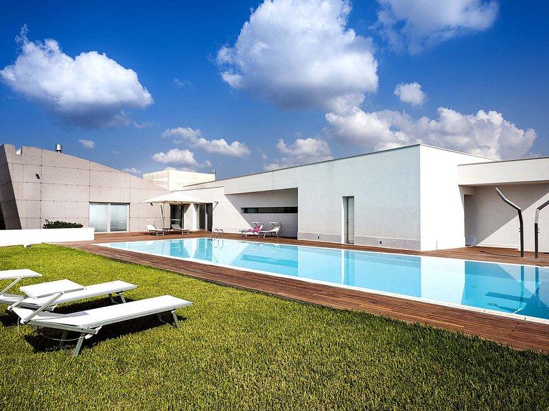 Floridia Villa Sleeps 8 with Pool Air Con and WiFi - 5684672, location de vacances à Floridia