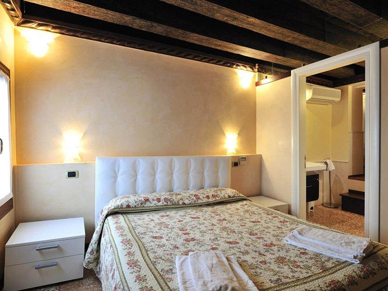 Vignola Piccola Apartment Sleeps 6 with Air Con and WiFi - 5248514, vacation rental in Lido di Venezia