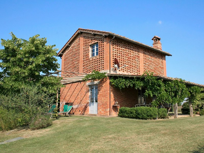 Valli Villa Sleeps 6 with Pool and WiFi - 5247770, holiday rental in Taverne d'Arbia