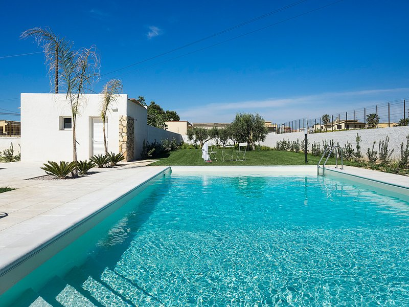 Lido Signorino Villa Sleeps 6 with Pool Air Con and WiFi - 5312795, vacation rental in Lido Signorino
