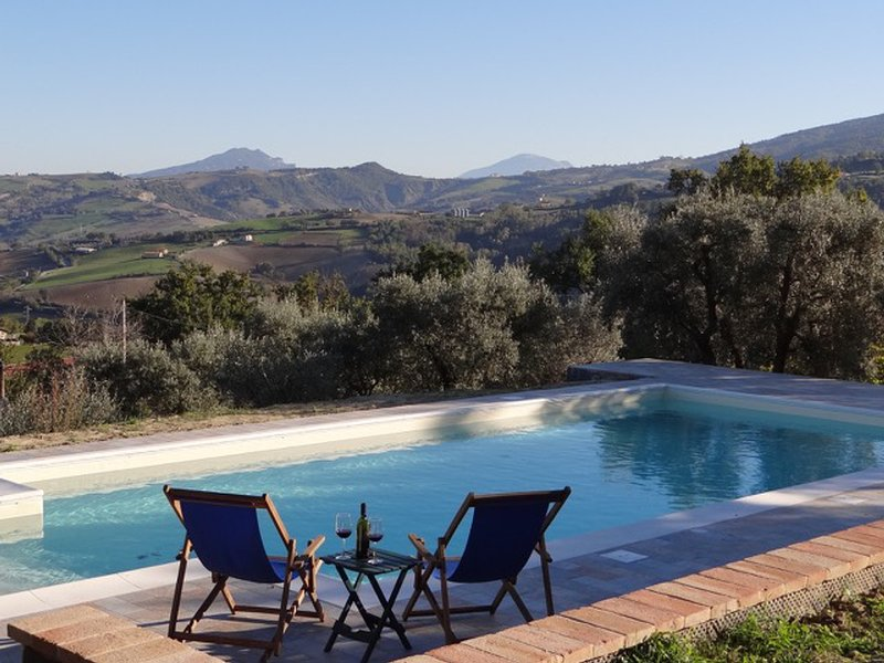 Penna San Giovanni Villa Sleeps 8 with Pool and WiFi - 5394991, holiday rental in Smerillo