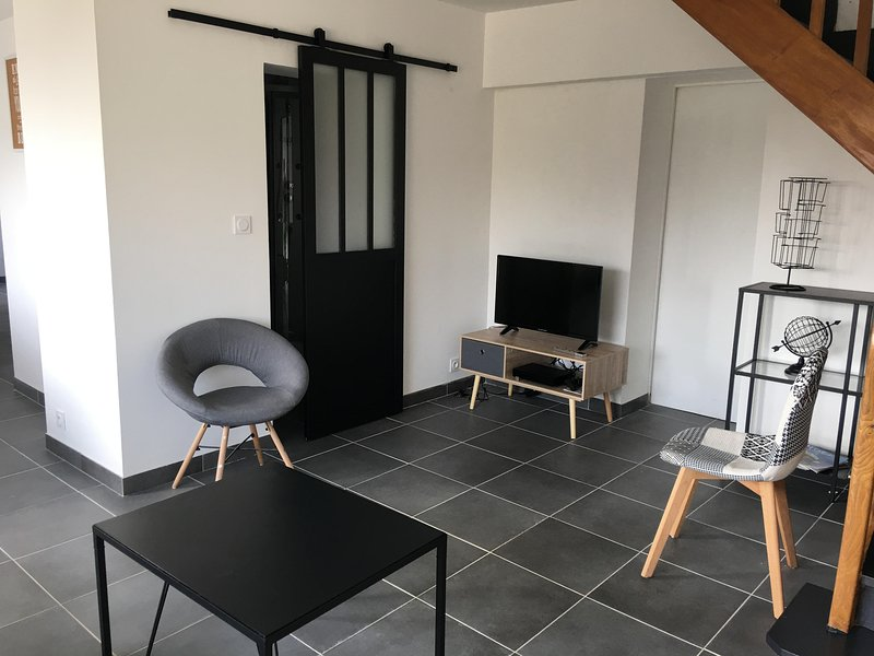 Maison rénovée 5mn gare tout comfort wifi netflix 8p parking, holiday rental in Fontaine-le-Bourg