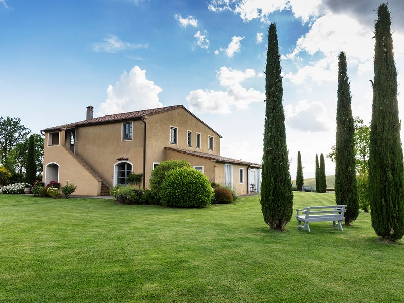San Casciano dei Bagni Villa Sleeps 11 with Pool and WiFi - 5247913, holiday rental in Fighine