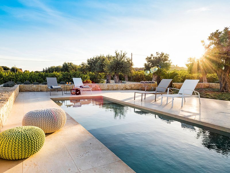 Avola Villa Sleeps 6 with Pool Air Con and WiFi - 5682479, vacation rental in Avola