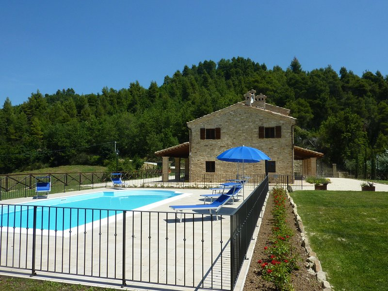 Croce Rossa Villa Sleeps 8 with Pool and WiFi - 5247953, aluguéis de temporada em Patrignone