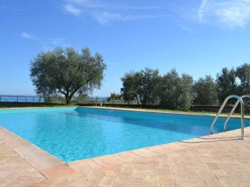 Grotte di Castro Villa Sleeps 8 with Pool Air Con and WiFi - 5248403, holiday rental in San Lorenzo Nuovo