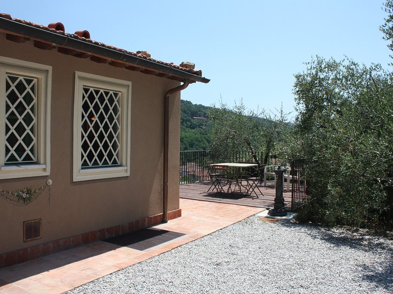 Sarzanello Apartment Sleeps 4 with Pool - 5313275, casa vacanza a Nicola