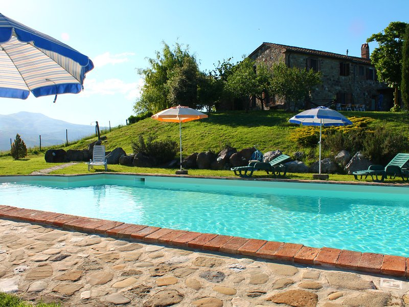 Radicofani Villa Sleeps 15 with Pool and WiFi - 5247885, casa vacanza a Piancastagnaio