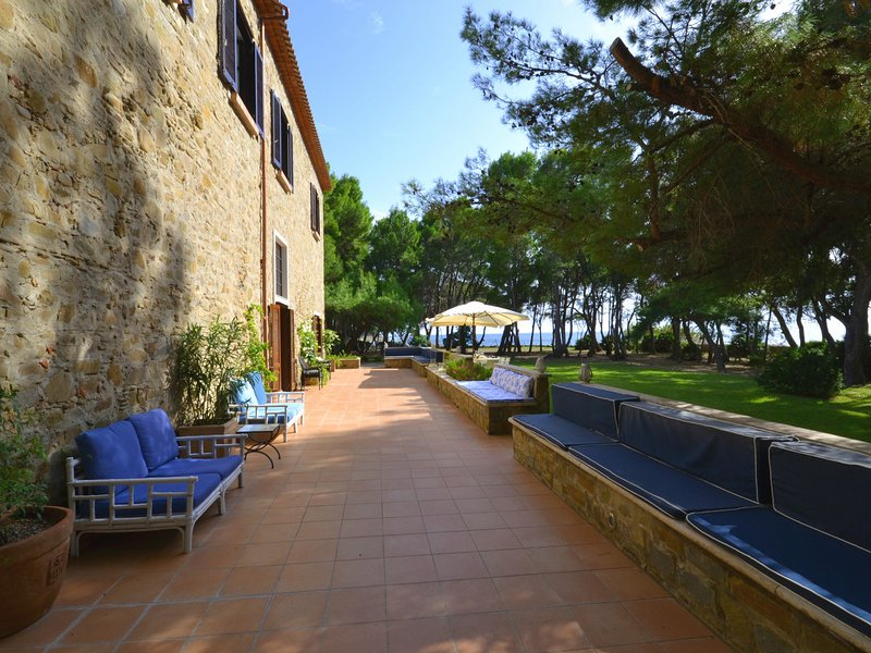San Marco Evangelista Villa Sleeps 14 with Pool Air Con and WiFi - 5248291, vacation rental in Castellabate