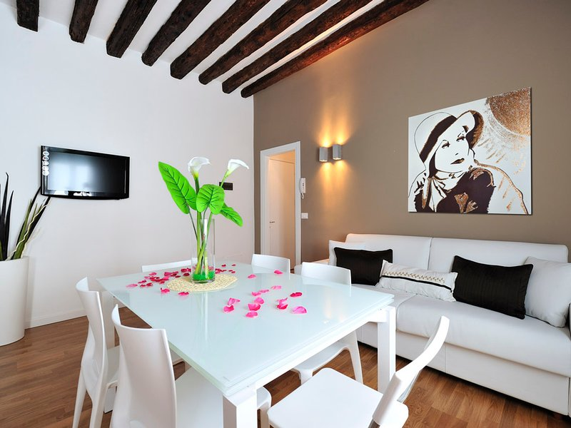 Venice Apartment Sleeps 6 with Air Con and WiFi - 5248484, vacation rental in Punta Sabbioni