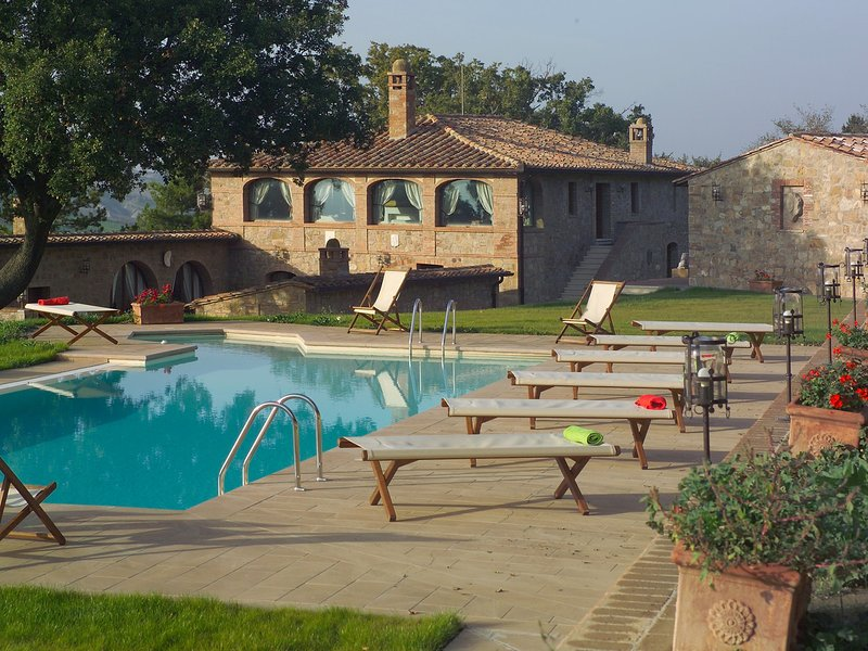 Castelluccio Villa Sleeps 14 with Pool Air Con and WiFi - 5247844, vacation rental in Monticchiello