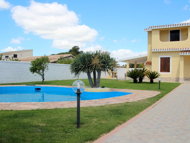 Flumini Villa Sleeps 8 with Pool Air Con and WiFi - 5333558, vacation rental in Flumini