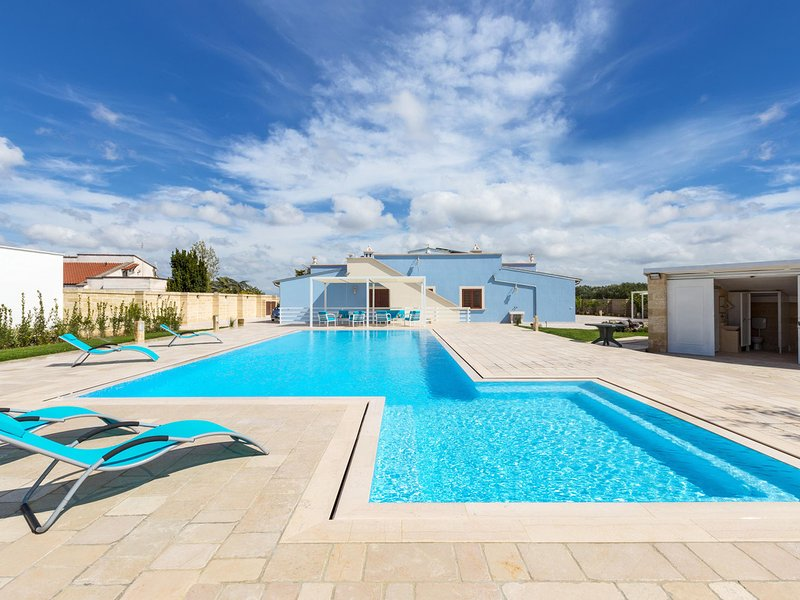 Torrepaduli Villa Sleeps 10 with Pool Air Con and WiFi - 5248123, holiday rental in Taurisano