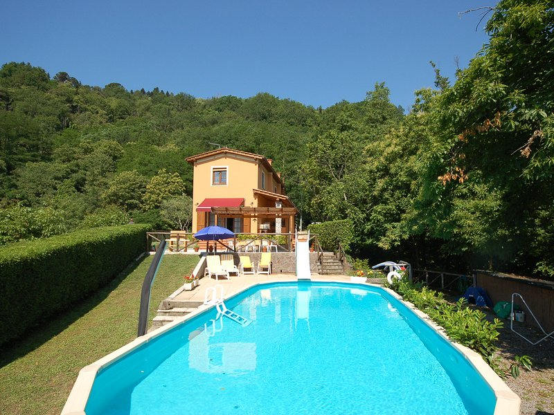 Ansana Villa Sleeps 8 with Pool and WiFi - 5247687, Ferienwohnung in Fabbriche di Vallico