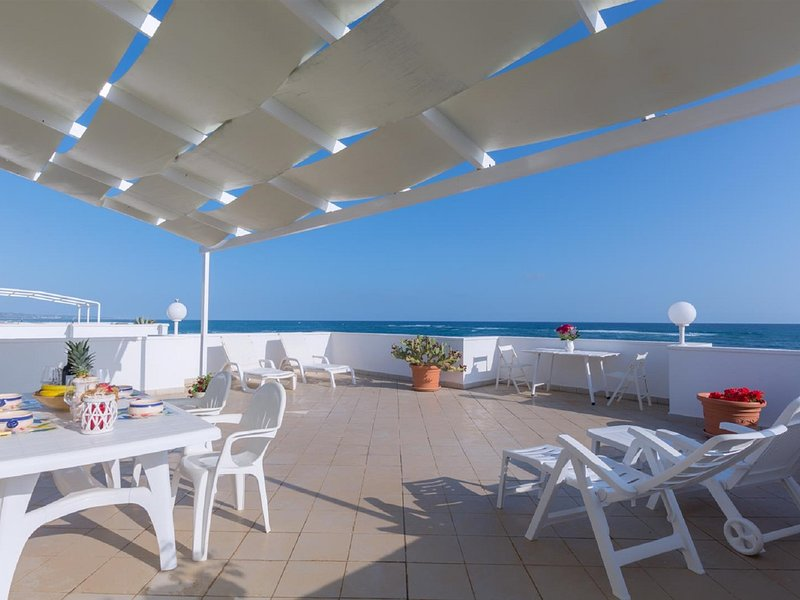 Torre Pali Apartment Sleeps 4 with Air Con and WiFi - 5248133, holiday rental in Torre Pali