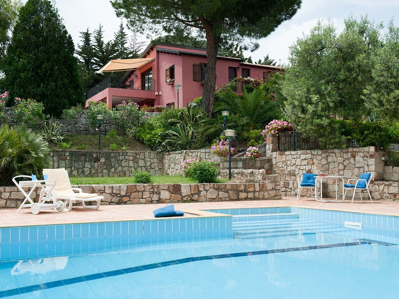 Contrada Gatto Apartment Sleeps 5 with Pool and WiFi - 5247360, vacation rental in Collesano