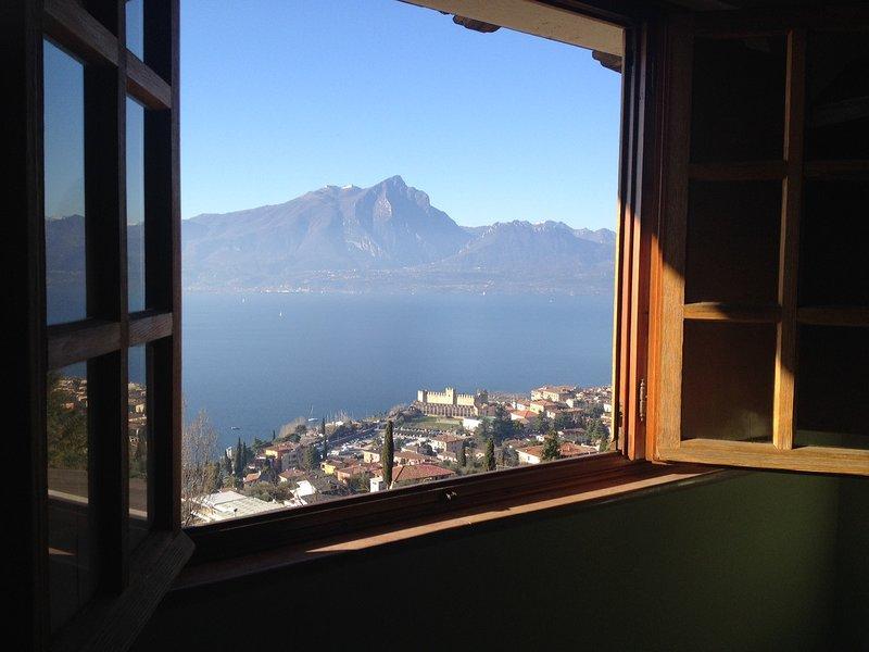Torri del Benaco Villa Sleeps 8 with Pool Air Con and WiFi - 5248563, vacation rental in Albisano