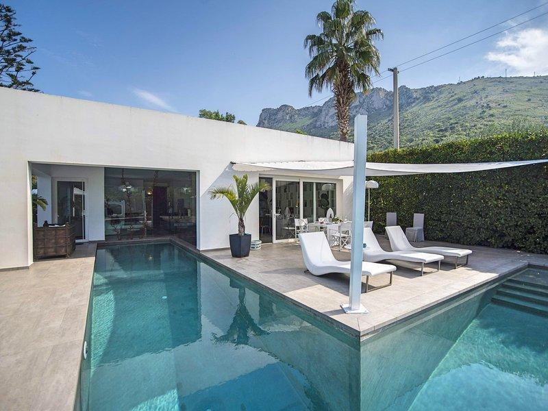 Terrasini Villa Sleeps 5 with Pool Air Con and WiFi - 5247388, holiday rental in Terrasini