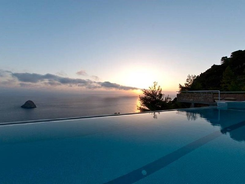 Cala Moresca Villa Sleeps 14 with Pool Air Con and WiFi - 5247876, location de vacances à Isola Del Giglio