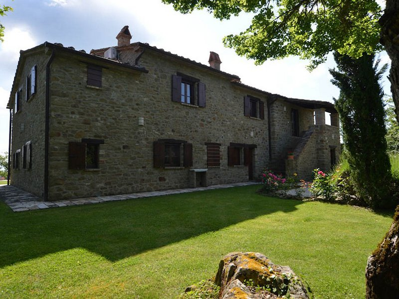 Bagno a Ripoli Villa Sleeps 8 with Pool Air Con and WiFi - 5247568, vacation rental in Le Ville