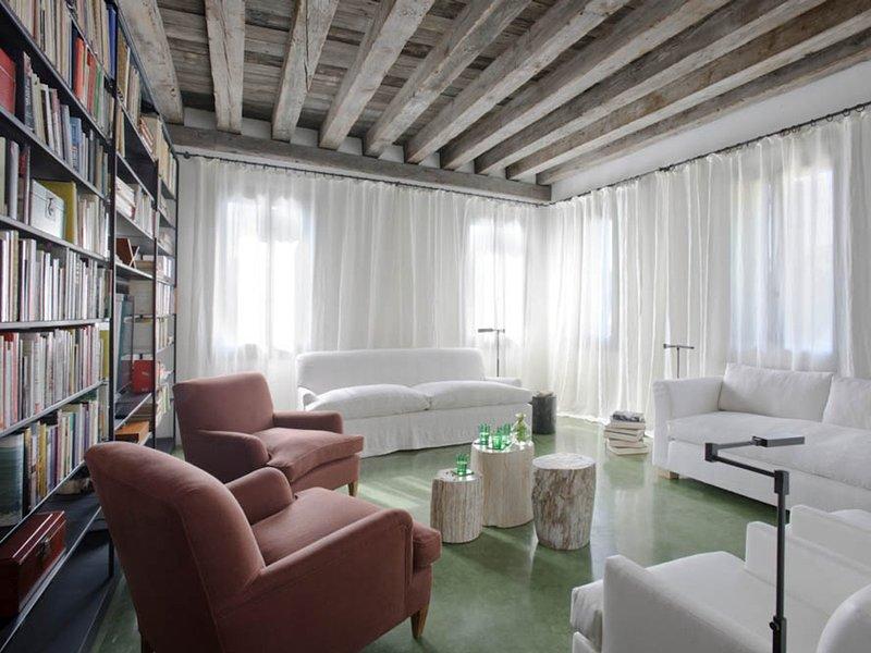 Vignola Piccola Villa Sleeps 16 with Pool Air Con and WiFi - 5312810, holiday rental in Lido di Venezia