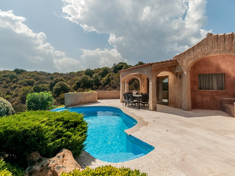 Abbiadori Villa Sleeps 9 with Pool Air Con and WiFi - 5333559, holiday rental in Cala di Volpe