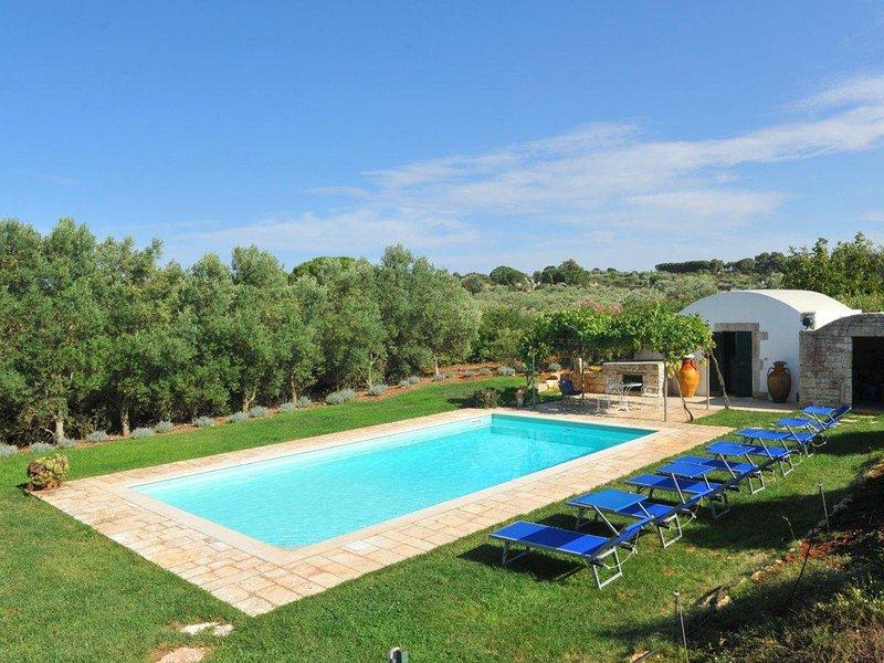 Santoro Villa Sleeps 10 with Pool and WiFi - 5248099, holiday rental in Tanzarella