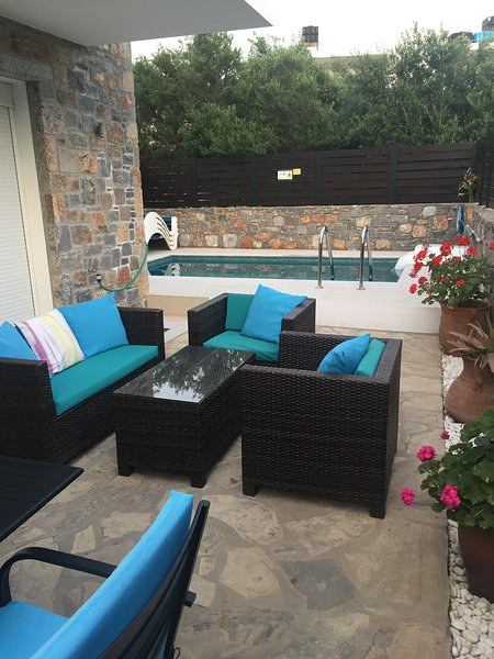 Villa with private pool - Centre of Elounda, 2 bedrooms (both en suite), alquiler vacacional en Elounda