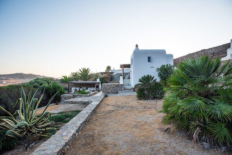 Traditional Cycladic House in Mykonos, casa vacanza a Tourlos