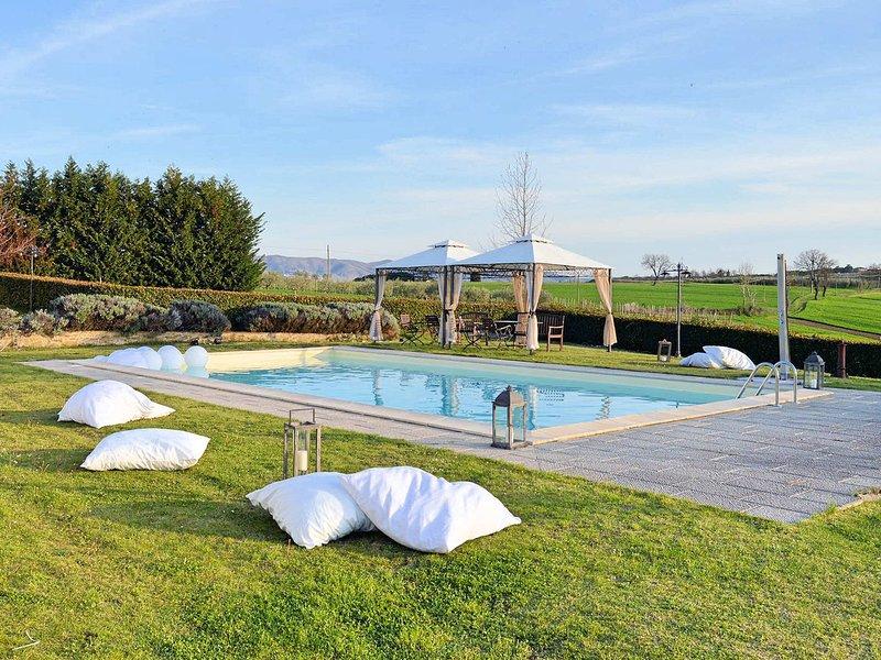 Ranciano Villa Sleeps 16 with Pool Air Con and WiFi - 5247498, casa vacanza a Palazzetta
