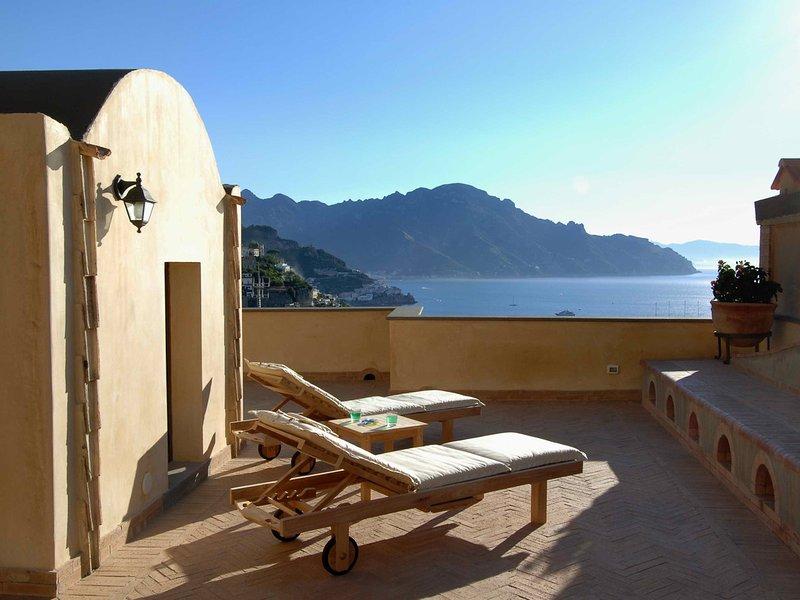 Conca dei Marini Villa Sleeps 12 with Pool Air Con and WiFi - 5248266, vacation rental in Vettica