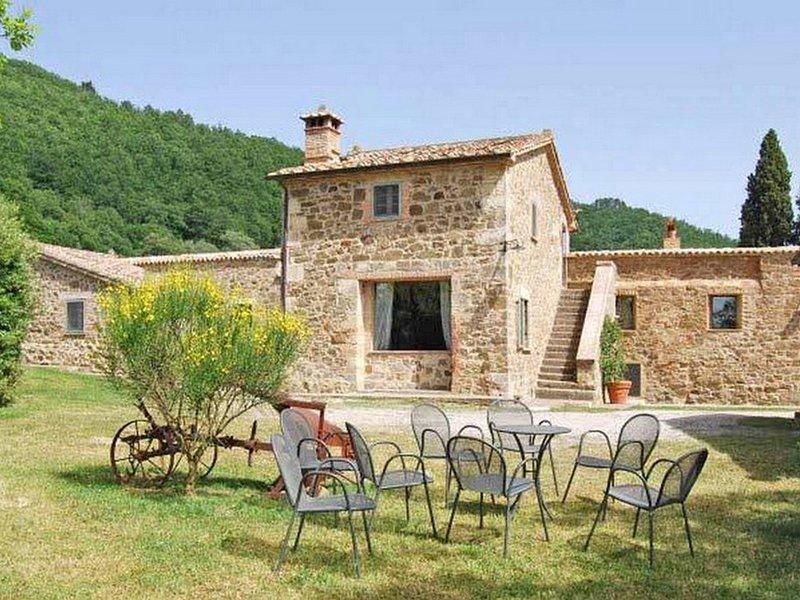 Castiglioncello del Trinoro Villa Sleeps 12 with Pool and WiFi - 5247926, alquiler vacacional en Contignano