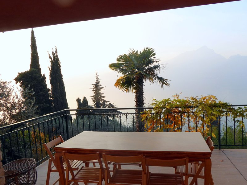 Torri del Benaco Villa Sleeps 8 with Pool Air Con and WiFi - 5248554, vacation rental in Albisano