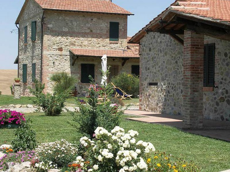 Castiglione d'Orcia Villa Sleeps 18 with Pool and WiFi - 5247846, holiday rental in Gallina