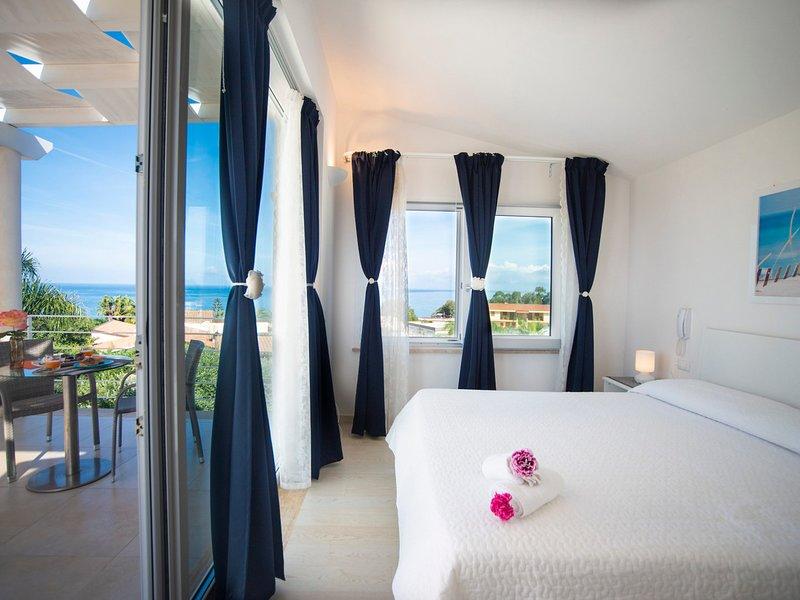 Sicciarotta-Calatubo Villa Sleeps 5 with Pool Air Con and WiFi - 5247386, vacation rental in Alcamo Marina