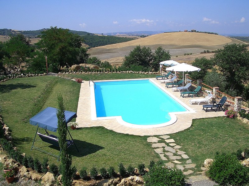 Cervognano Montenero Villa Sleeps 10 with Pool and WiFi - 5247923, holiday rental in Montelaterone