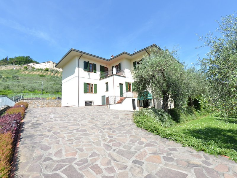 Massa Pisana Apartment Sleeps 8 with Pool and WiFi - 5247703, vacation rental in San Lorenzo a Vaccoli