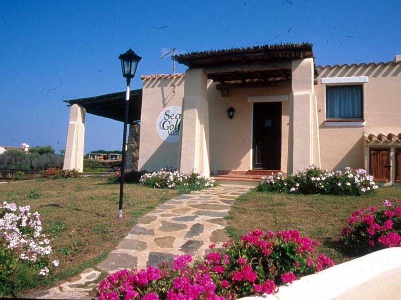 Punta de Su Turrione Villa Sleeps 6 with Pool and WiFi - 5248038, Ferienwohnung in La Pedraia
