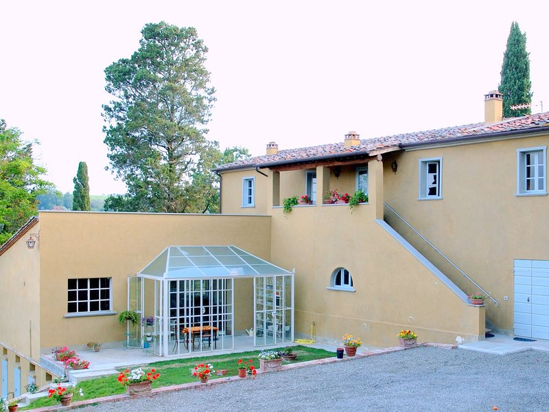 Monte Lopio Villa Sleeps 8 with Pool Air Con and WiFi - 5639301, alquiler vacacional en Ghizzano