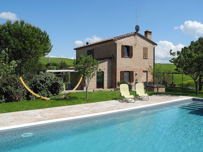 Sant'Ambrogio Villa Sleeps 8 with Pool and WiFi - 5247822, alquiler vacacional en Castelmuzio