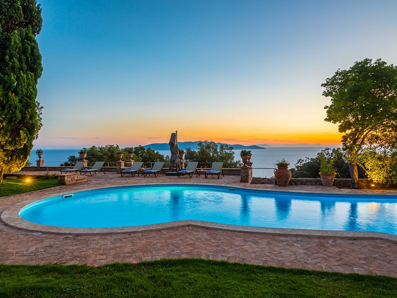 Cala Piccola Villa Sleeps 12 with Pool and WiFi - 5247878, location de vacances à Isola Del Giglio