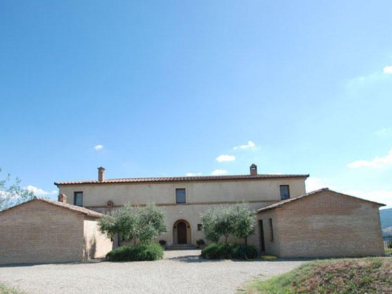 Villa Montesoli Villa Sleeps 10 with Pool Air Con and WiFi - 5247790, vacation rental in Buonconvento