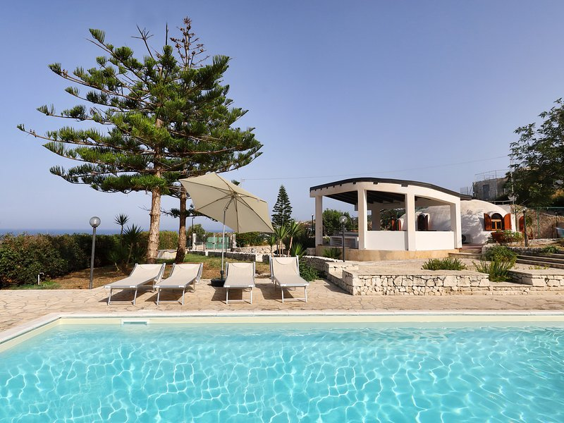 Plemmirio Villa Sleeps 8 with Pool Air Con and WiFi - 5247397, location de vacances à Plemmirio
