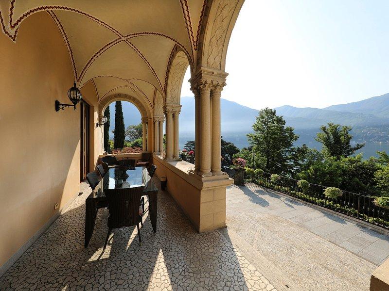 Cernobbio Apartment Sleeps 6 with Air Con and WiFi - 5385645, location de vacances à Cernobbio